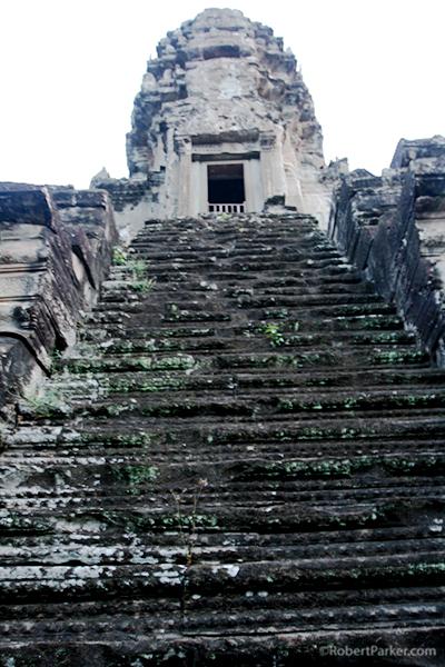 https://robert-parker-content-prod.s3.amazonaws.com/media/image/2016/09/21/6079c90f168942738c0d31e0c9a5d76d_Angkor+Wat+steps+to+corner+towers+and+gopuras.JPG