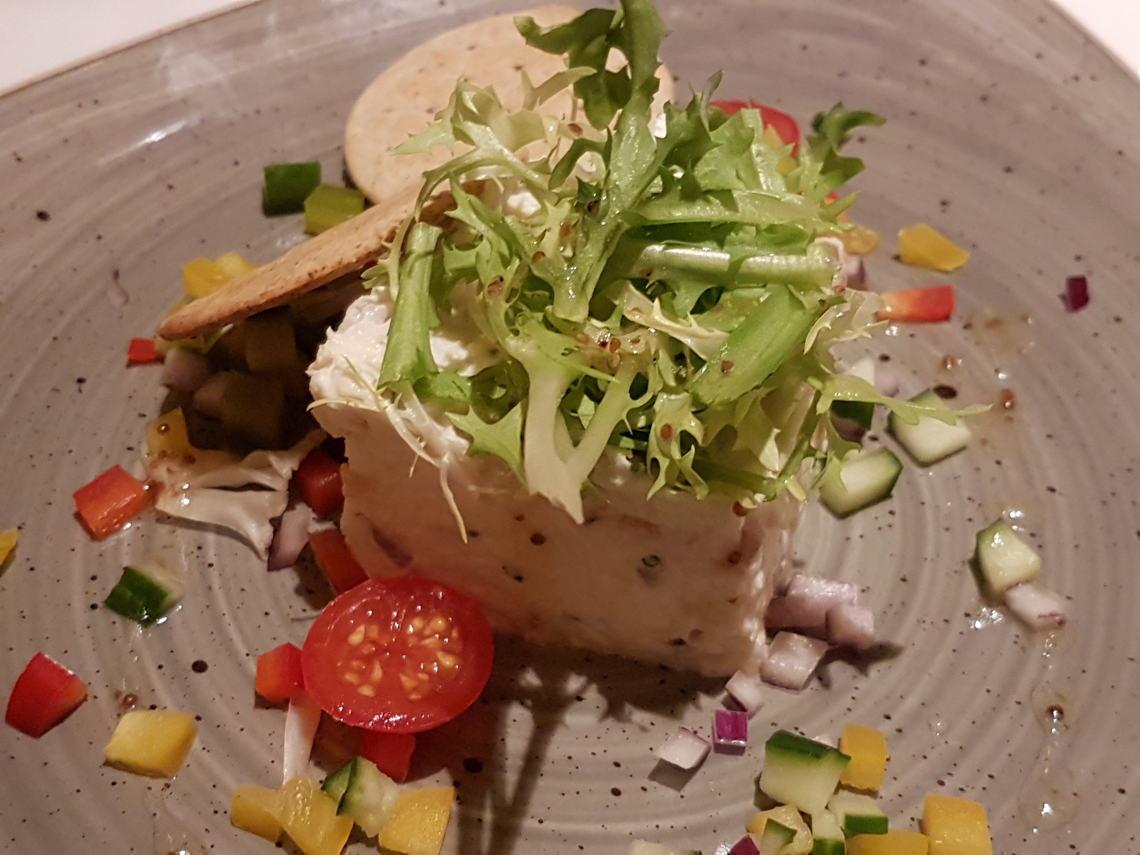https://robert-parker-content-prod.s3.amazonaws.com/media/image/2017/01/21/e30866951f13497fbe482bcaea76b70e_llugny_river_restaurant.jpg