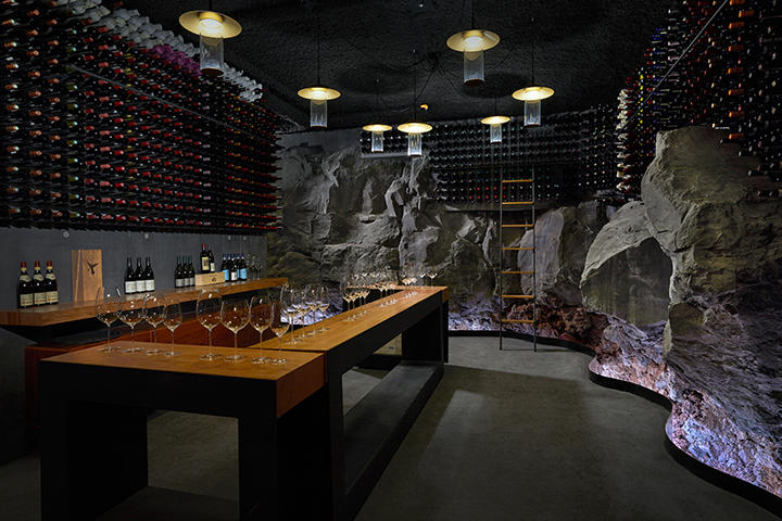 https://robert-parker-content-prod.s3.amazonaws.com/media/image/2018/07/12/d060d442b48146aaa7dd27bfe863e57e_Retreat_Wine_cellar_wine_tasting_credit_blue_lagoon.jpg