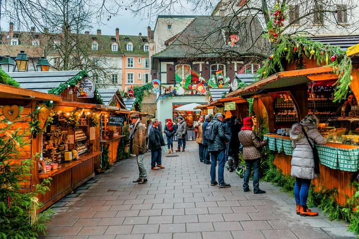 https://robert-parker-content-prod.s3.amazonaws.com/media/image/2018/12/18/c405399c153f496dbf63594f7fe5fa60_christmas_markets_strasbourg_INLINE.jpg
