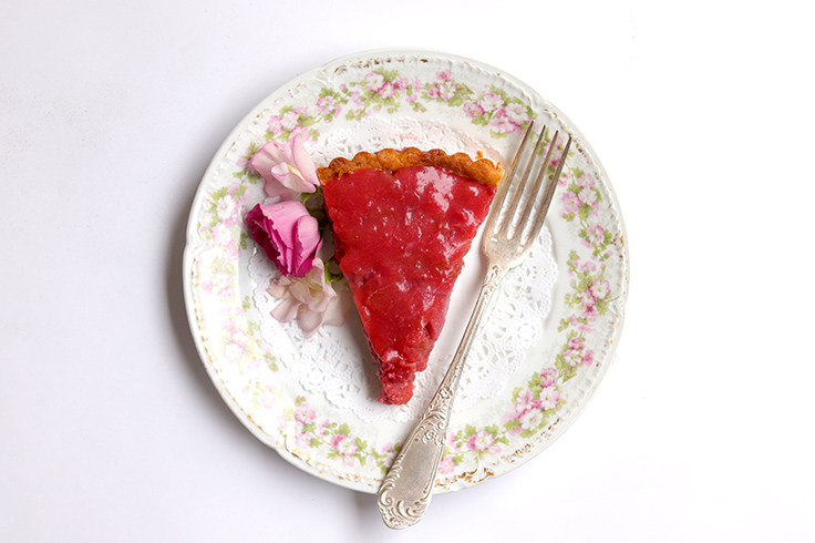 https://robert-parker-content-prod.s3.amazonaws.com/media/image/2019/05/14/363a05ebe9f74851bcf24ef569dbed64_Strawberry-Rhubarb-Tart-Slice-PC-Aaron-Hutcherson-INLINE.jpg