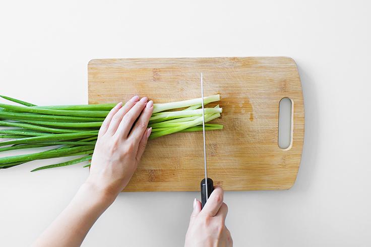 https://robert-parker-content-prod.s3.amazonaws.com/media/image/2019/10/16/a039c727e729457cba213d542044976b_shutterstock-cutting-board-hand-knife-INLINE.jpg