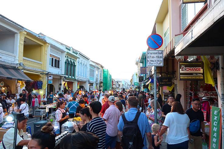 https://robert-parker-content-prod.s3.amazonaws.com/media/image/2019/12/07/2c360c0ec7f5418cb57dc59cd754b314_Phuket-Thailand-Thalang-Road-Sunday-Market-PC-Aaron-Hutcherson-INLINE.jpg